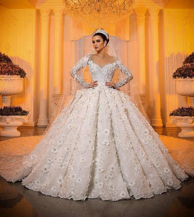 2021 Dubai Arabic Gorgeous Lace Wedding Dresses Floral Appliques Sheer Lace Sleeve Ball Gowns Tulle Skirt Bridal Dress with Flowers