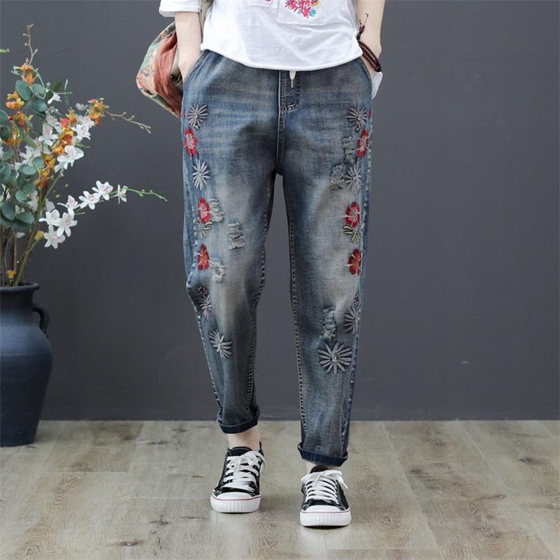 Verano New Arts Style Women Flower Bordado Jeans Elástico Cintura suelta Denim Pantalones Harem Pantalones grandes Tamaño Vintage Ripped Jeans D555 201225