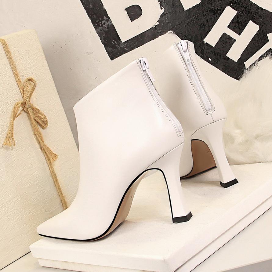 2021 Flock Kare Yüksek topuk Kadınlar Boots Sonbahar Kış Kadın Ayakkabı Seksi Sivri Burun Moda Bilek Boots Büyük Boy 34-40