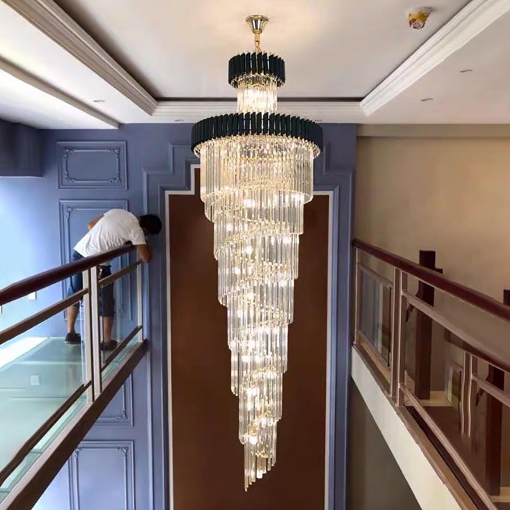 أدت كبير الأعلى لونغ كريستال الثريات قاعة فندق غرفة المعيشة الفاخرة متعددة الطبقات درج الإضاءة الأسود الفولاذ المقاوم للصدأ ضوء