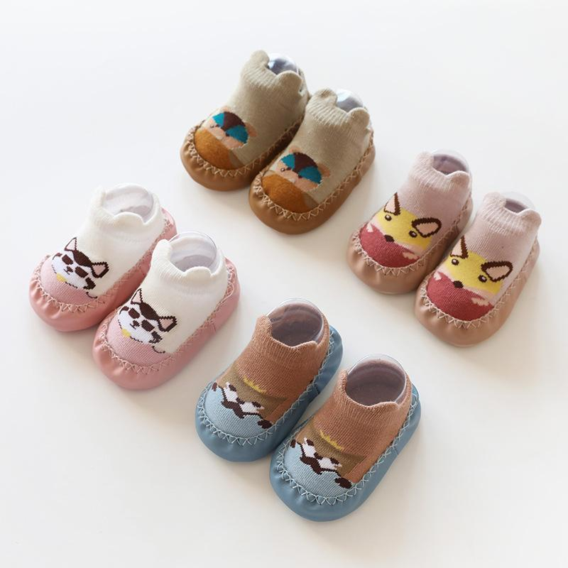 2020 Calcetines de bebé recién nacidos Partículas antideslizantes Dispensador de cuero Baby Baby Shoes Zapatos de dibujos animados Calcetines de piso lindo1