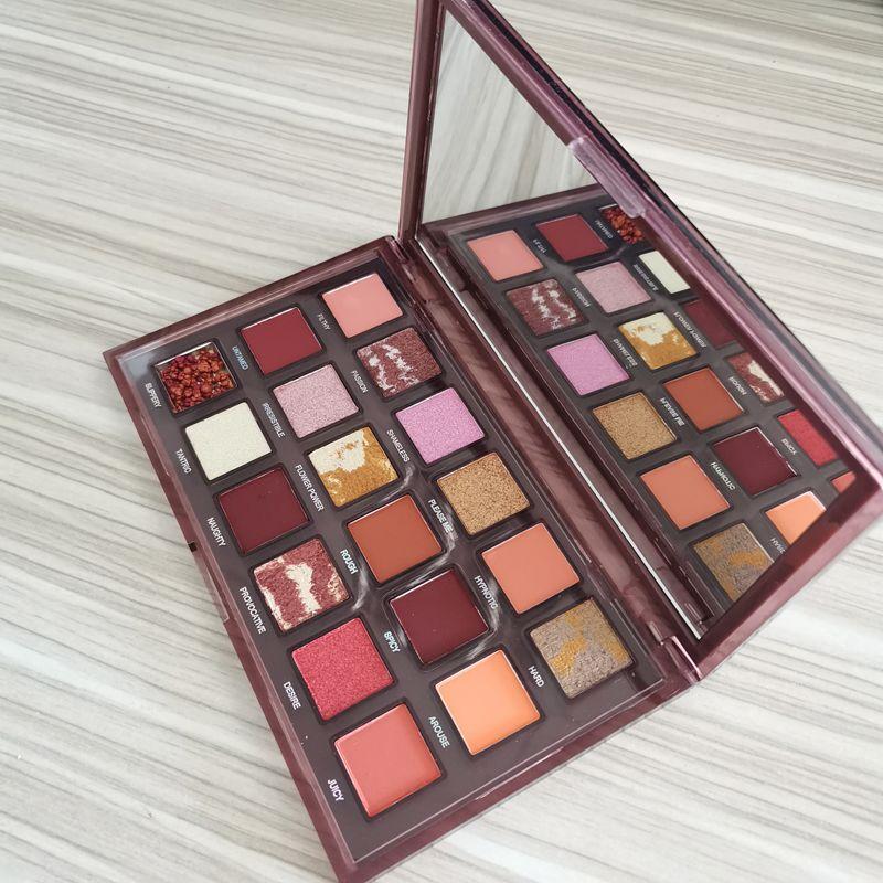 Palette de maquillage de Noël Naughty Nude Palette à paupières Nu 18 couleurs Matte et Shimme Palette à paupières DHL Livraison gratuite