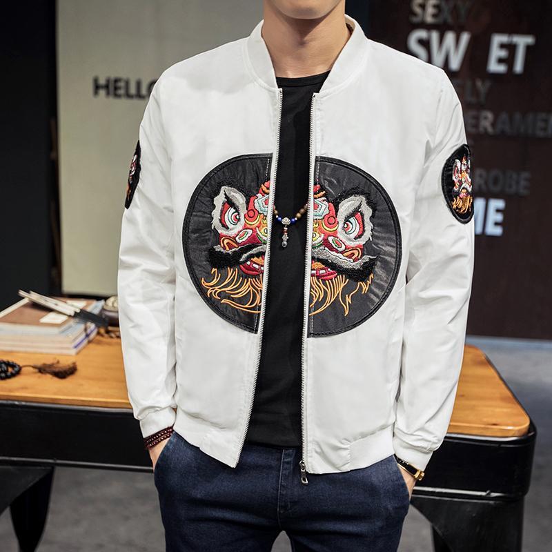 Вышивка Китайская куртка 2020 Новый Ветровка мужская весна осень Бомер Куртки Мужчины Черный Белый Японский Chaqueta Hombre
