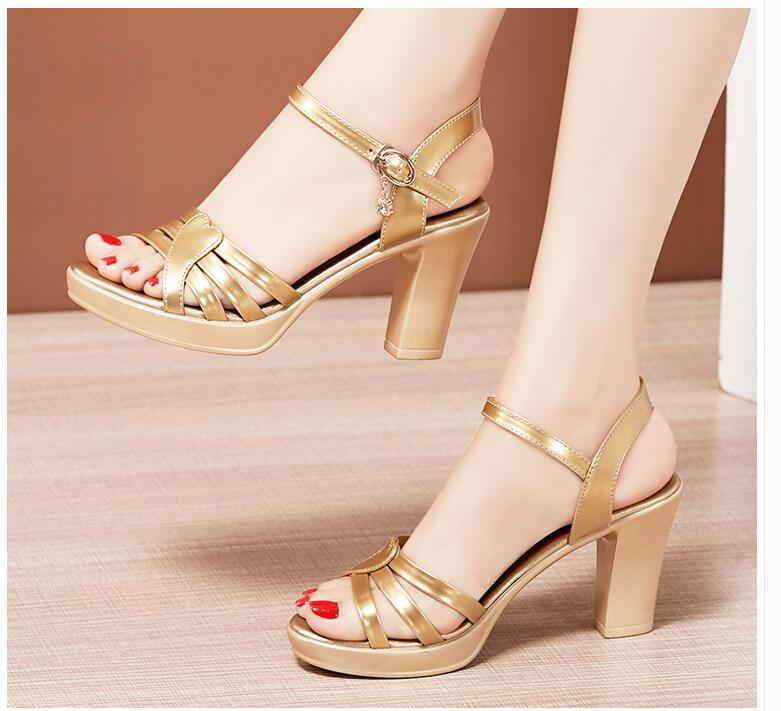 2020 Vente chaude Chaussures de mode Femme Filles Casual Summer High Heel Heel Sandales Sangle Ouvrir des talons minces Tee Dame Sexy Pompes Sexy Big Taille42 40 # P43