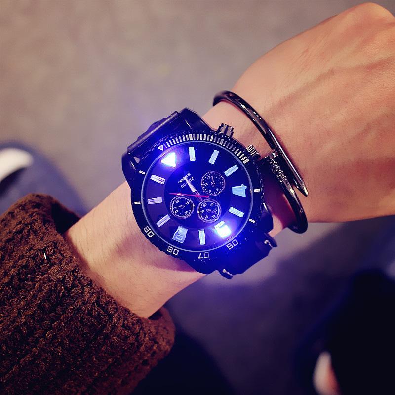Le nuove 2020 donne di modo di orologi sportivi degli uomini 7 colori Luci Led Glow banda orologi in silicone quarzo migliori regali Reloj hombre