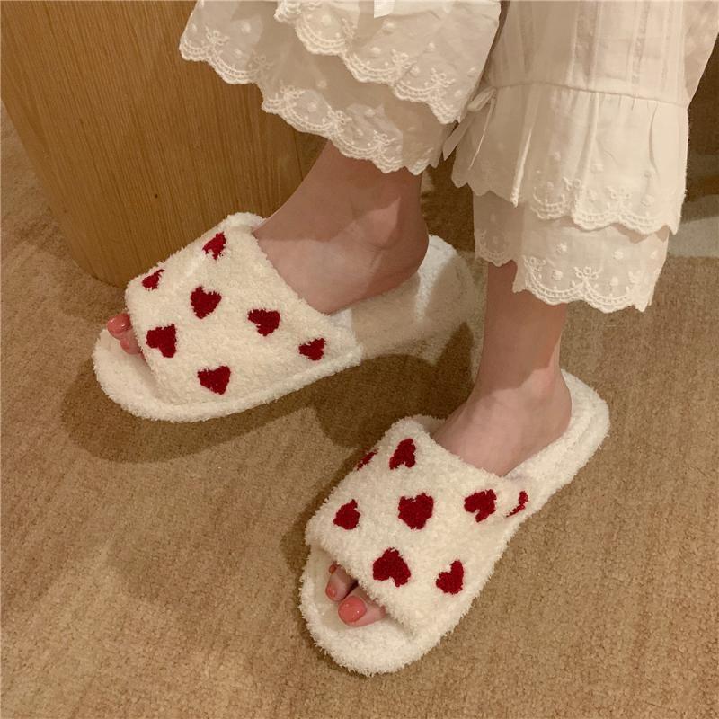 Maison floue Pantoufles pour les femmes filles Slides fourrure hiver chaud intérieur Chaussons Femmes Mignon Coeur Impression douce Chambre Chaussures Accueil