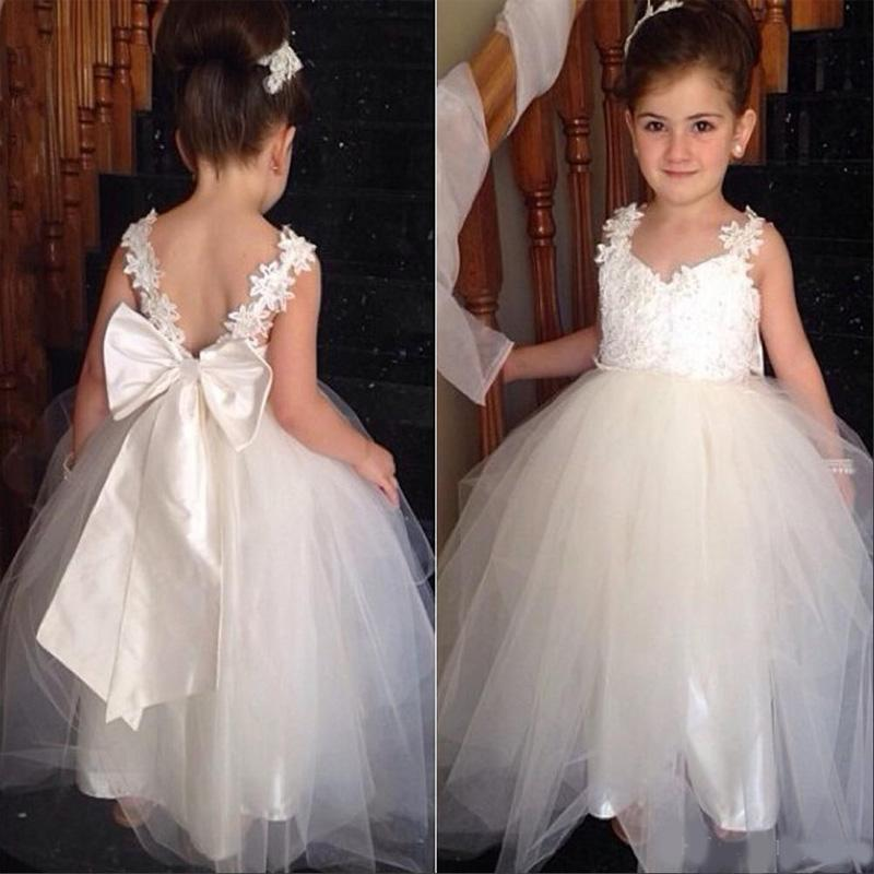 Preciosas muchachas de flor vestidos con escote en V Dos correas apliques de tul de longitud de blanca dama de honor menor vestido del desfile de los vestidos sin espalda