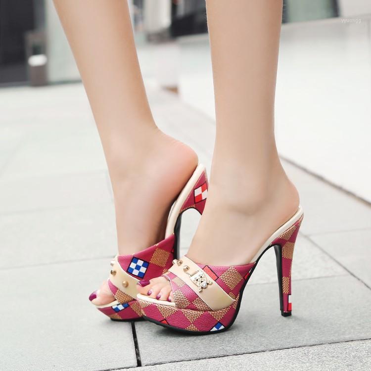2020 Donne Colori misti tacchi alti Pantofole donna tacco sottile tacco sottile grande taglia 43 piattaforma scarpe da donna sexy sexy nightclub scivolone1