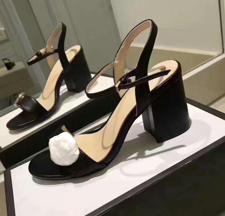 Venta caliente Hebilla de metal Fiestas Tacones altos Cinturón Hebilla Sexy Lady Sandals Sandalias de tacón alto Clásico Tacón de cuero grueso Zapatos de mujer