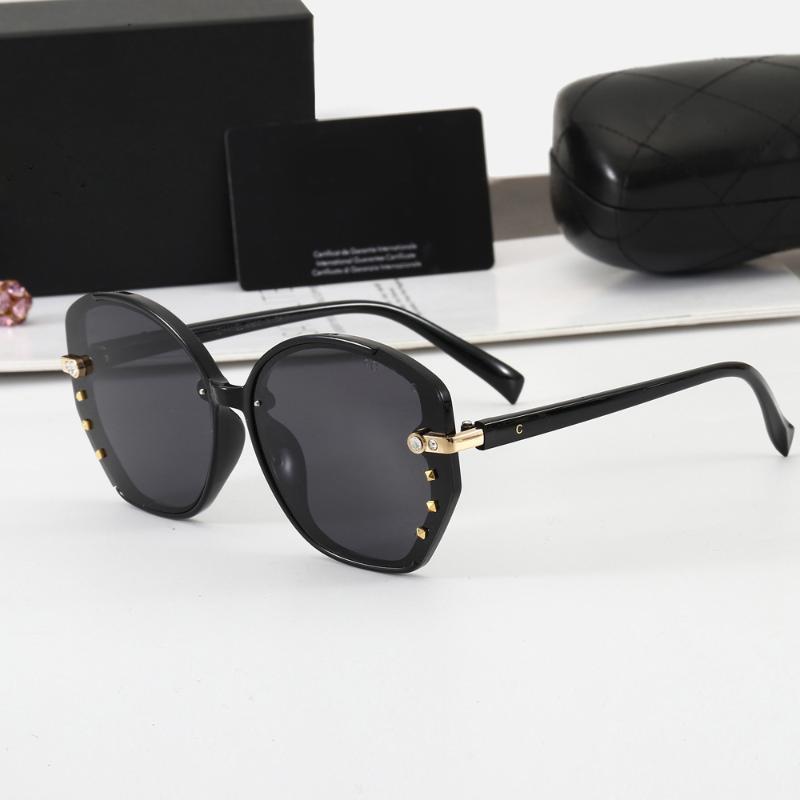 Nuovi occhiali da sole rotondi Donne Donne Fashion Designer Lady Glasses Diamond Decorative Black Gradient Specchio Polarizzato Gafas de Sol