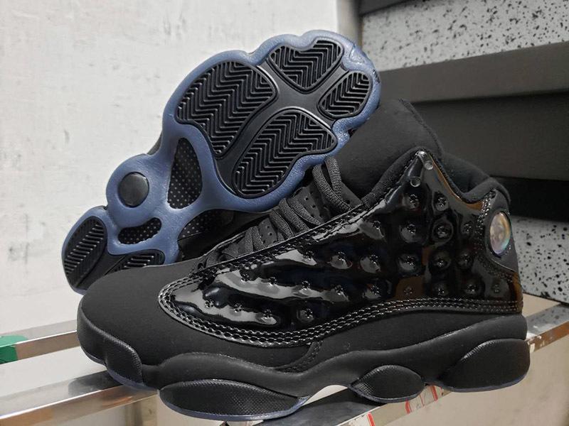 Nuovo 13 tappo e abito da uomo in vernice nera per uomo da basket scarpe da ginnastica 414571-012 a buon mercato scarpe da ginnastica sportive atletiche con scatola