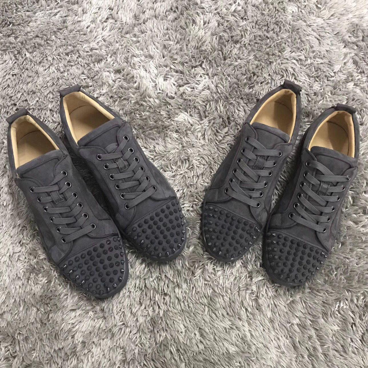مصنع هويلسالي! أحمر الفاخرة الموضة في باريس للرجال أسفل أعلى منخفض حذاء رياضة حذاء رجل / إمرأة نمط جلد الغزال الشقق حذاء رياضة أسود أحمر رمادي