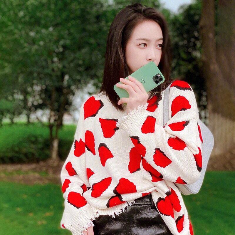 20201010 Red amor buraco quebrado suéter de lã camisola solta franjas