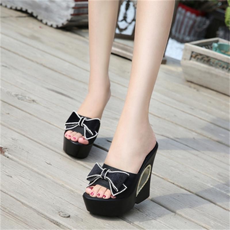 2020 Las zapatillas más vendidas Slippers Butterfly-Knot Wedge Suelas gruesas Tacones altos 13 cm En el aire libre Sweet Beach Shoes HXR1