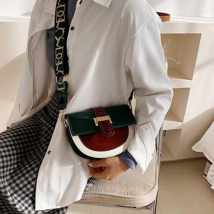 Rouge 2021 Nouvelle Net Femme Volonatile SS Messenger Niche Design Sac de selle de mode avancée