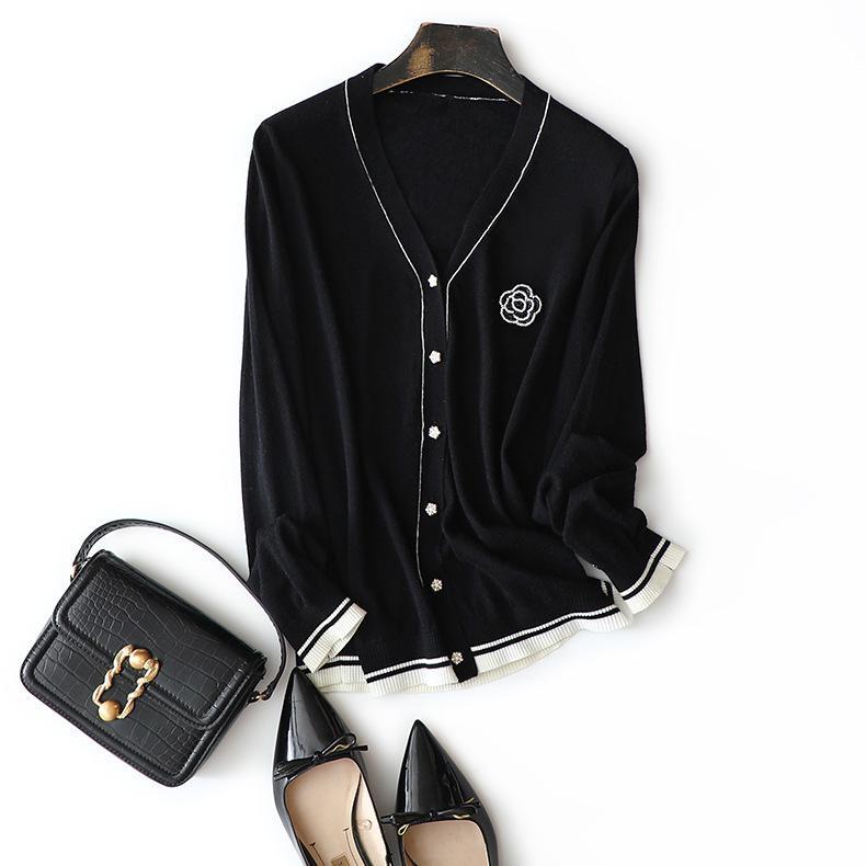 Blanco 2021 NUEVO Rayas Floral Wool V Cardigan Camisón de la mujer Autumn Diseñador de lujo Jersey Vintage Ropa de las mujeres Enad PG60