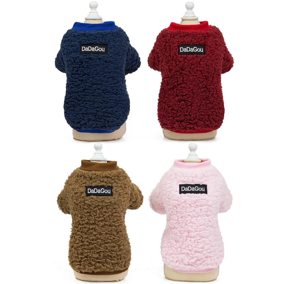 2021 moda roupas para animais de estimação designer roupas cão cordeiro lã camisola animal de estimação cão andando roupas casaco outdoor outwear atacado