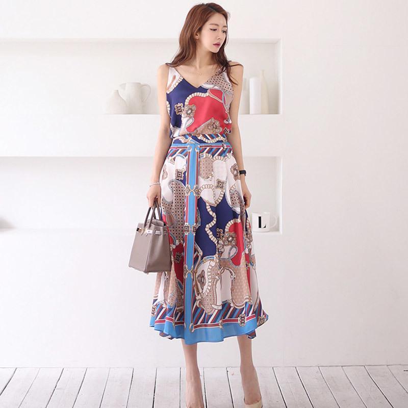 Nuovi set di due pezzi 2020 Summer Moda Donna Attiti Sexy Sexy V-Neck Sling Sling Top + Stampa di moda Big Swing Long Skirt Suit