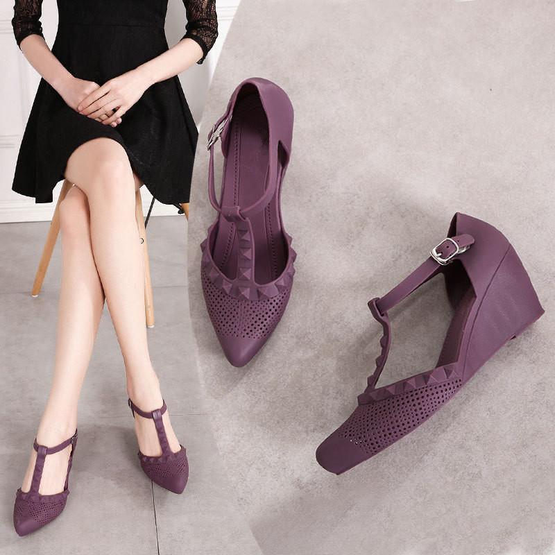 Sapatos de vestido 2021 cunha com Baotou Moda apontada Rebites Beach Breber Women