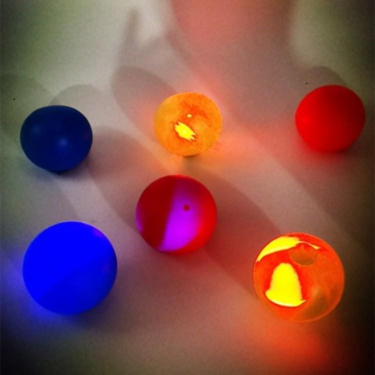 Palla da parete appiccicosa fluorescente luminoso soffitto a soffitto a soffitto con soffitto ricezione e lancio di decompressione dell'interno Parent-Child Bambino Bambino Bambino Assegnata Ball