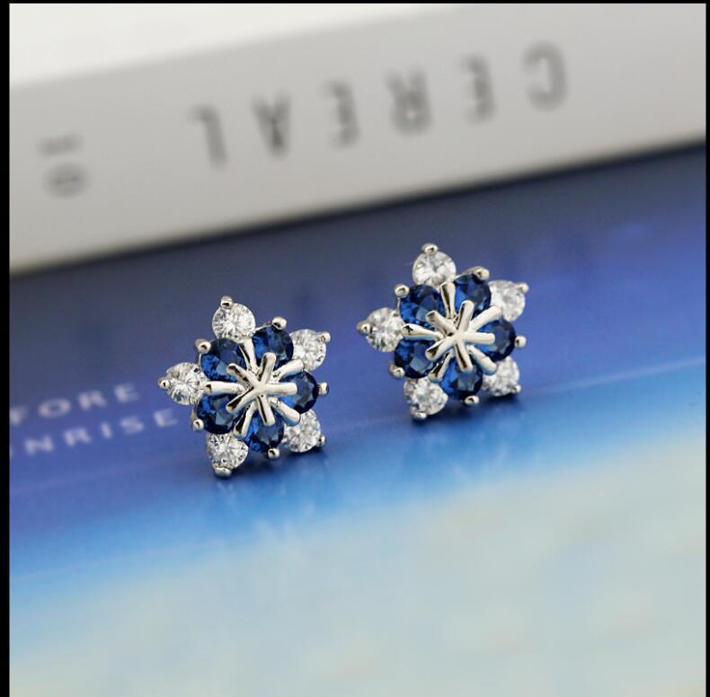 2020 El nuevo Coreano 925 Sterling Silver Sweet Blue Snow Zircon Pendientes para tu regalo de cumpleaños 483