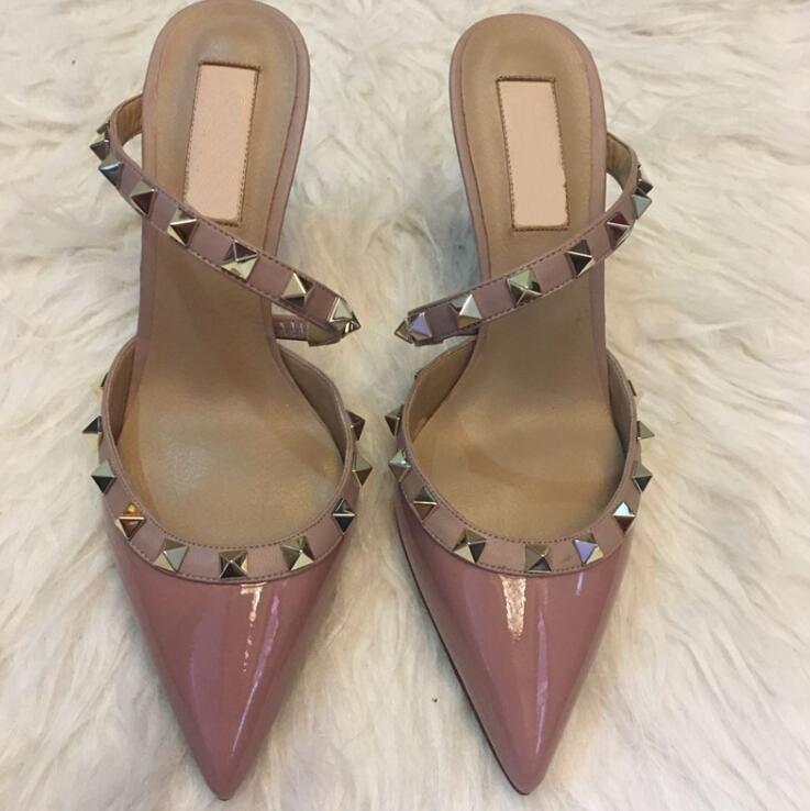 Marca v tipo feminino meio cravejado rebite apontou sandlias chinelos dois sapatos de salto alto sem caixa 309W