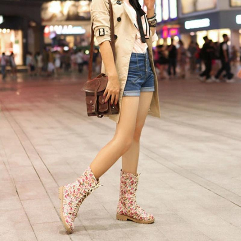 Fashion Women Boots colorido impreso retro estilo étnico botas damas encaje hacia arriba zapatos planos tubo medio moda calzado casual