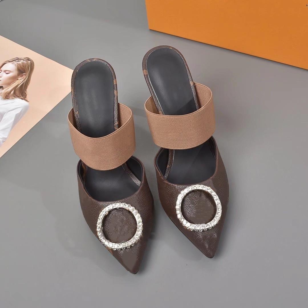 L Nouveau Sandales à talons hauts de luxe Moyenne Heeled Femmes Designer Sandales Haute Talons Été Sexy V Sandales Eggege