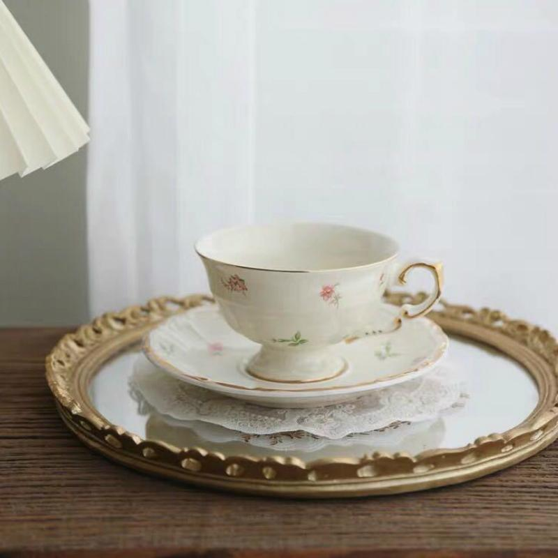Coffee Korean Retro Creamy Yellow Pastoral Floral Tracery Gold Ceramic English Afternoon Dessert Flower Tea Cup and Saucer Q0105