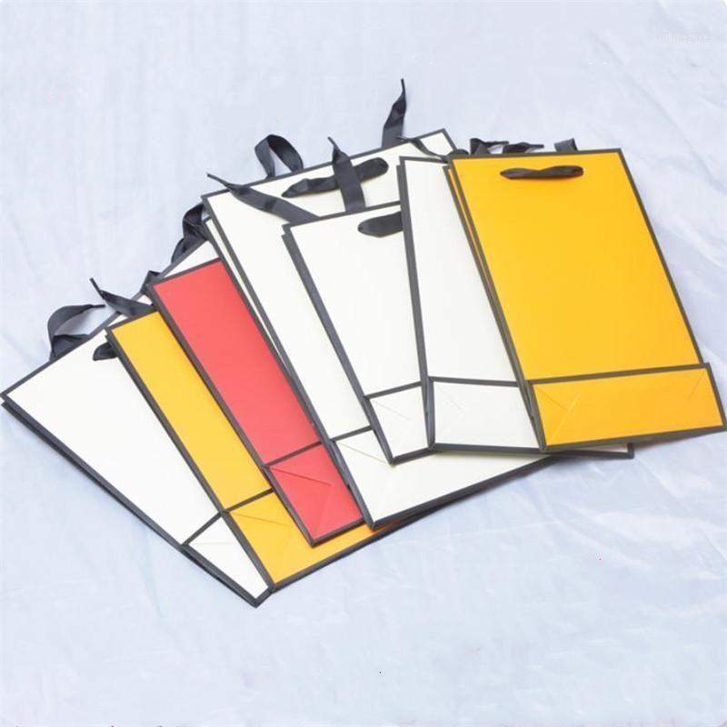 10pcs / lot noël beige sac cadeau sac orange bijoux sac de papier rouge portable vêtements écharpe universelle avec cadre noir1