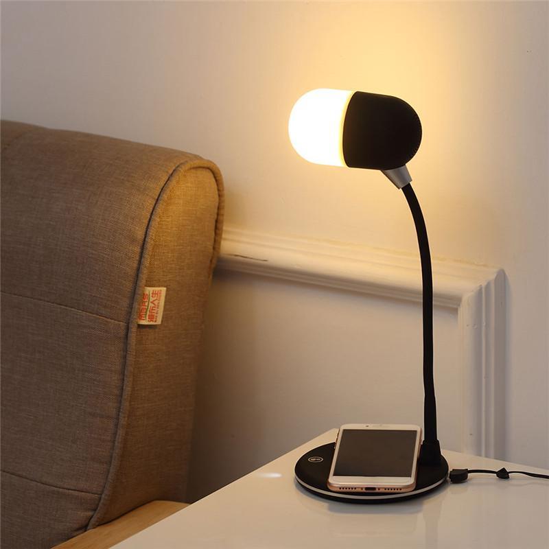 Lampada da tavolo LED Ricarica USB con caricabatterie wireless altoparlante Bluetooth Table Light Smart Touch Dimmer illuminazione caricabatterie telefoniche 3in1 prezzo di fabbrica