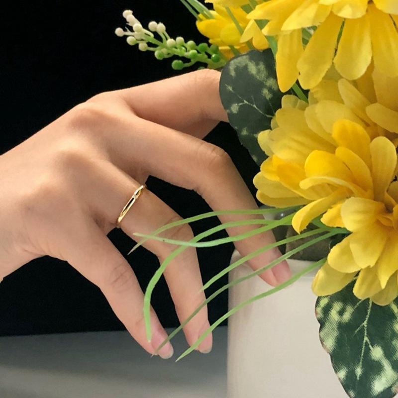 Zhou jias mesmo estilo pequeno anel quadrado 925 prata esterlina anel dourado anel pequeno diamante popular feminino quadrado fechado