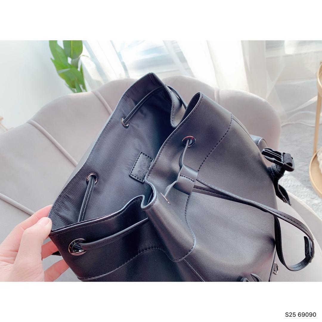 2020 Новый Классический Рюкзак Мода Смешать Темперамент Досуг Мода Мужской рюкзак Размер 28 * 40см