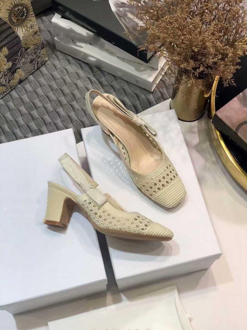 O novo 2021 vestido Shoes Party Office Universal High Saltos Moda Versátil Senhoras Sapatos Luxo Designer Design TGDHS564