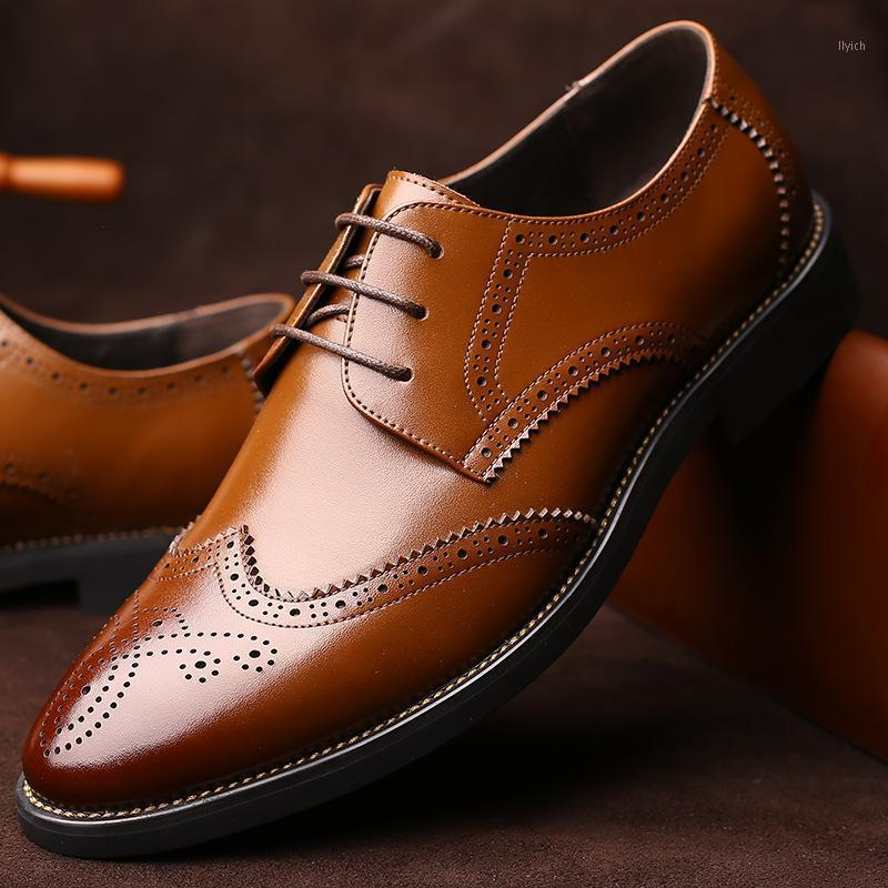 Scarpe Brogue in pelle ITALIAN Man indicò Toe Oxford Men Flas Men Dress Scarpe Zapatos Hombre1