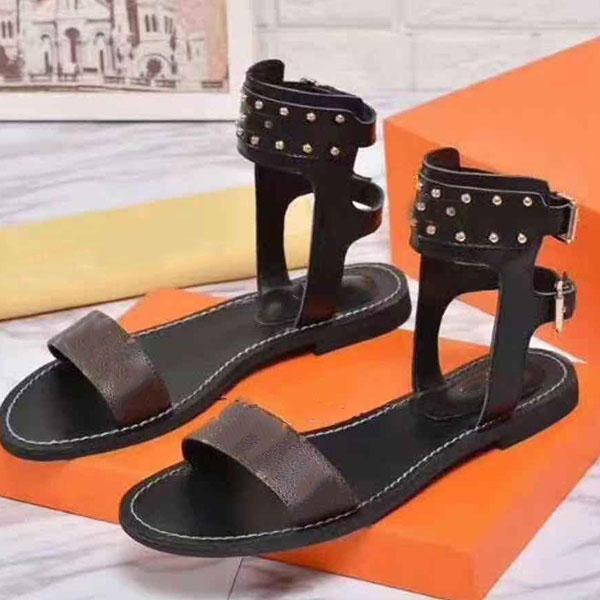 2021 - Sandali di lusso Nuovi sandali in pelle di vitello Top Designer Rivet Appartamento da donna Saidandals 35-41 con scatola