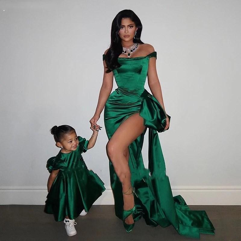2021 Sexy Vestidos de fiesta de sirena larga sexy Alta ranura del hombro Verde Satin Formal ocasión vestidos de noche Madre e hija Vestido de fiesta