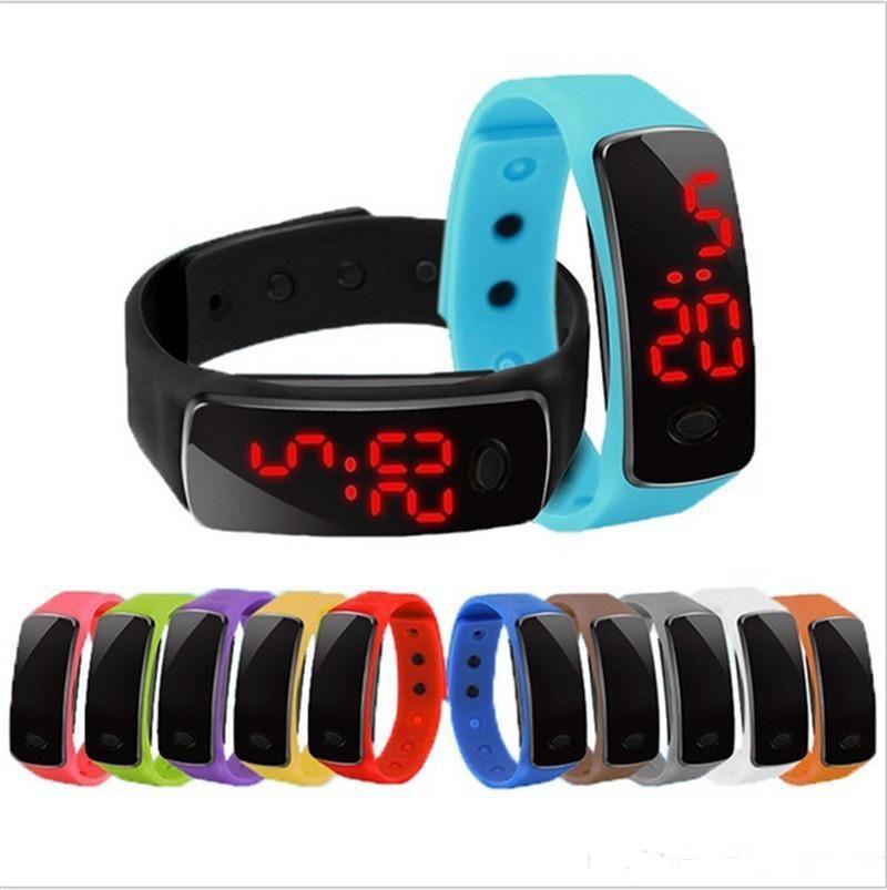 Sıcak Toptan Yeni Moda Spor LED Saatler Şeker Jöle Erkekler Kadınlar Silikon Kauçuk Dokunmatik Ekran Dijital Saatler Bilezik Bilek