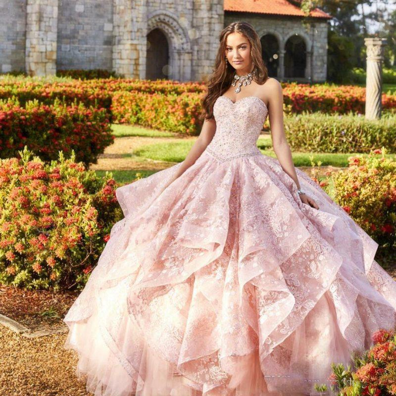 Pink Beaded Ball Gown Lace Quinceanera Dresses Sweetheart Neck Crystals Prom Gowns Rhinestones Tulle Lace-up Back Tiered Sweet 16 Dress