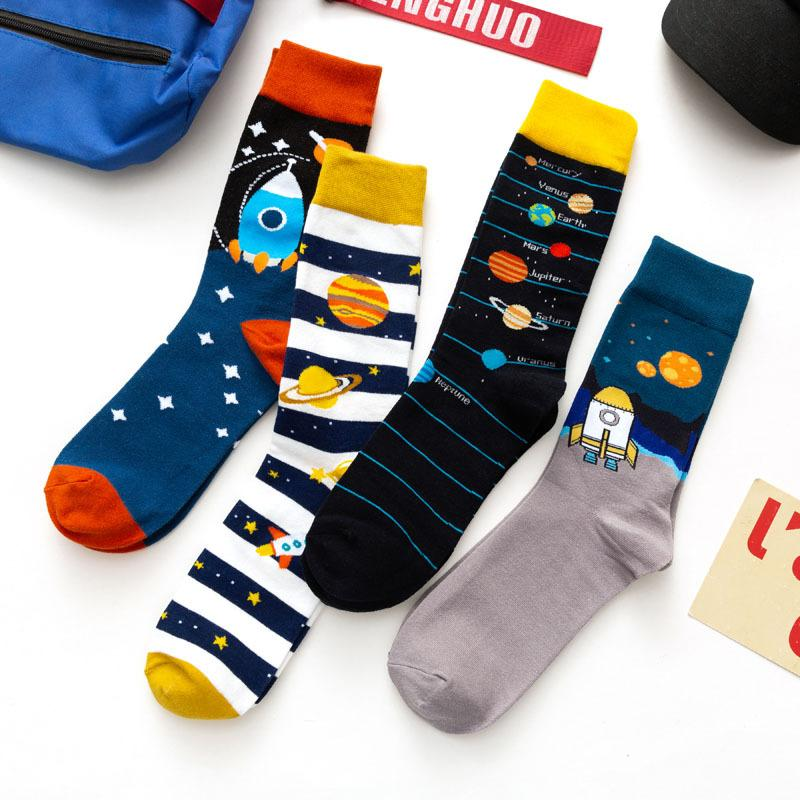 Mens Socken Europäischer und amerikanischer Stil Top Qualität Cartoon Jacquard Atmungsaktive High Socke Mode Männer Trendige Strümpfe Kostenlose Größe 11 Farben