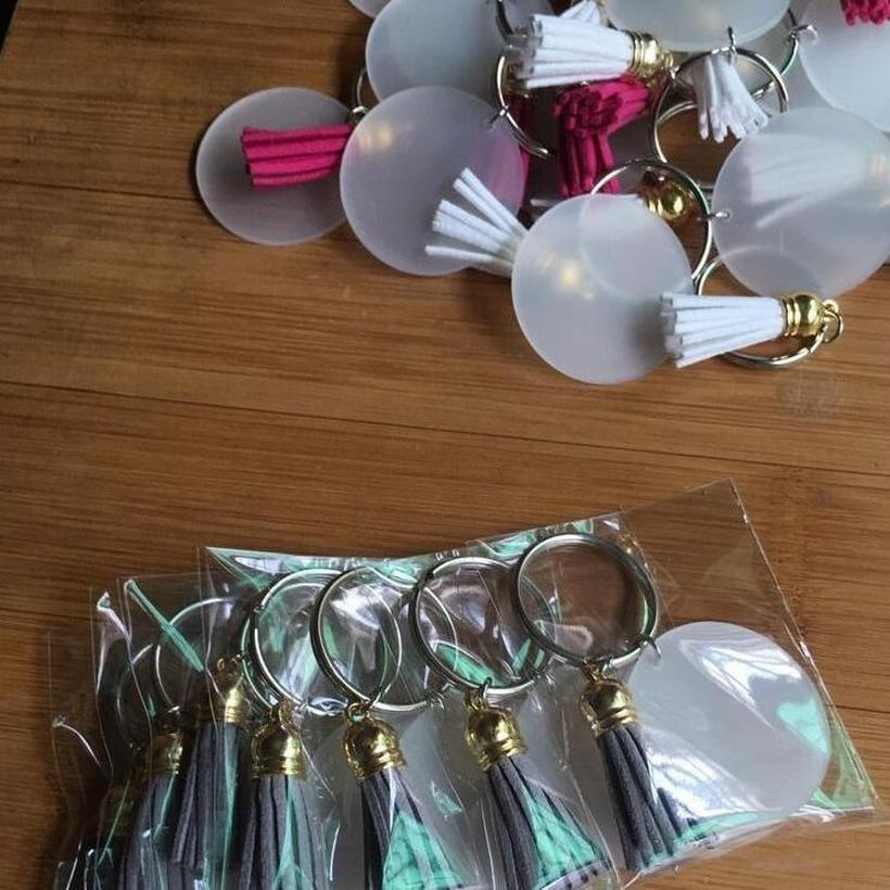 Creative Llavero 4 cm Disco en blanco con 3 cm Suede Tassel Llaveros de vinilo disponible Monogrammado Claro Acrílico Tassel Llavero Navidad