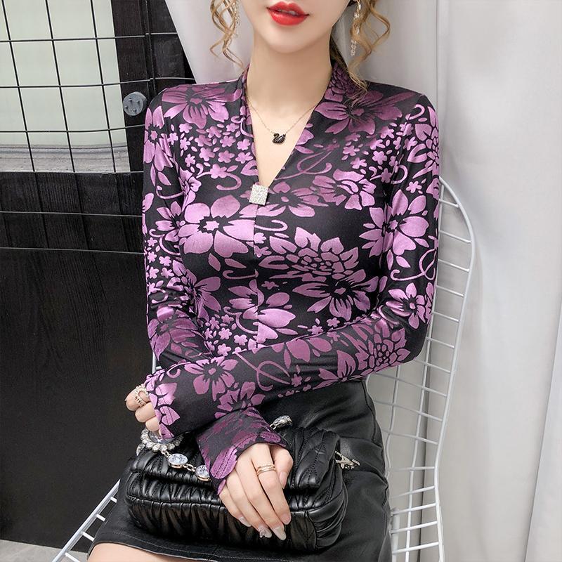 가을 여성의 중공 프린트 벨벳 탑 셔츠 섹시한 V 넥 슬림 피트 긴 소매 티셔츠 여성 플러스 사이즈 캐주얼 플라워 풀 볼