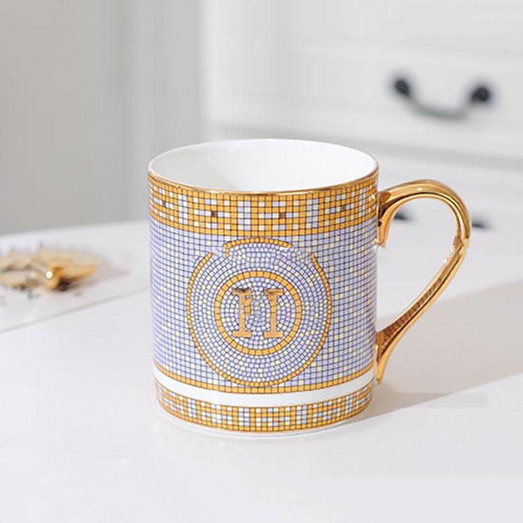 Taza de lujo de 300 ml de alta calidad tazas de café del 45% del hueso fino de la taza de la cubierta de madera de la cubierta de madera de la manija de oro de las tazas de café del envío libre