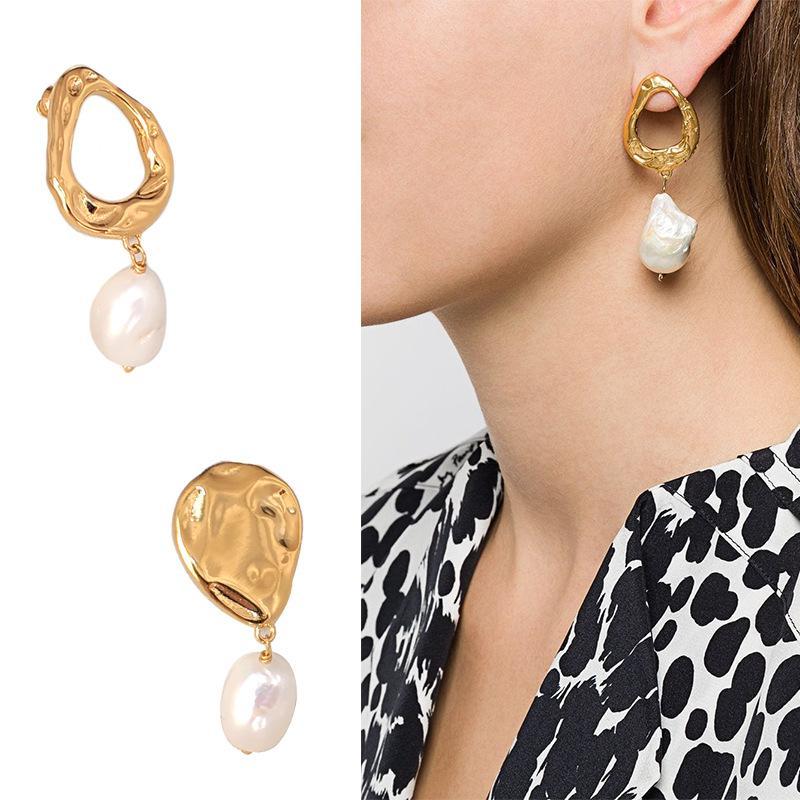 Charme concepteur boucles d'oreilles bijoux de luxe femmes baroques eau fraîche perle de mode tempérament aspirateur aspirateur cerceau asymétrique