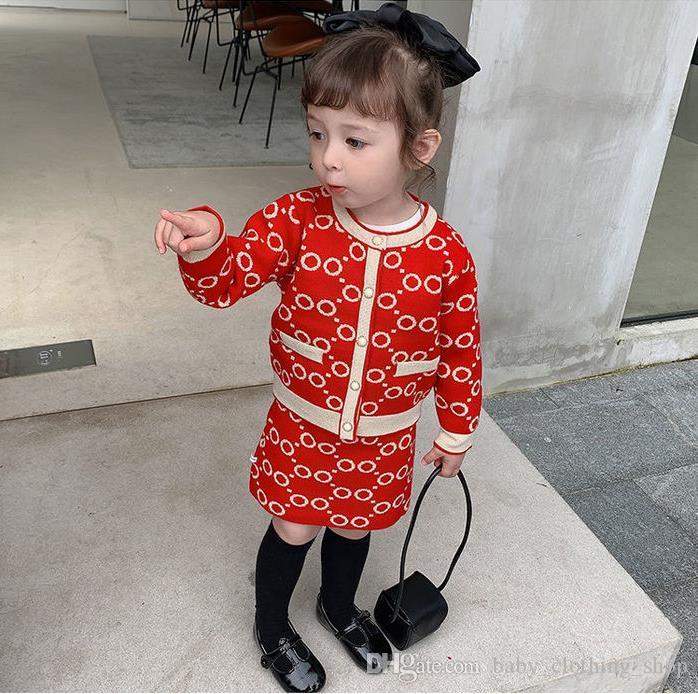2020 Girls 'Herbst Kleidung Neue Brief Stickerei Perle Einreiher Strickjacke + Kurzer Rock Koreanische Kinderset 80-140 cm