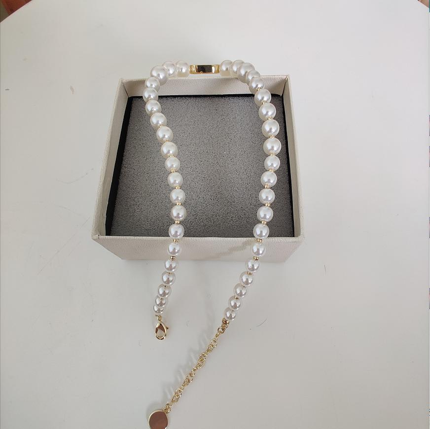 Meilleur collier de vente pour femme bracelet neuf perles alphabet collier de mode haute qualité personnalité sauvage collier bijoutielle