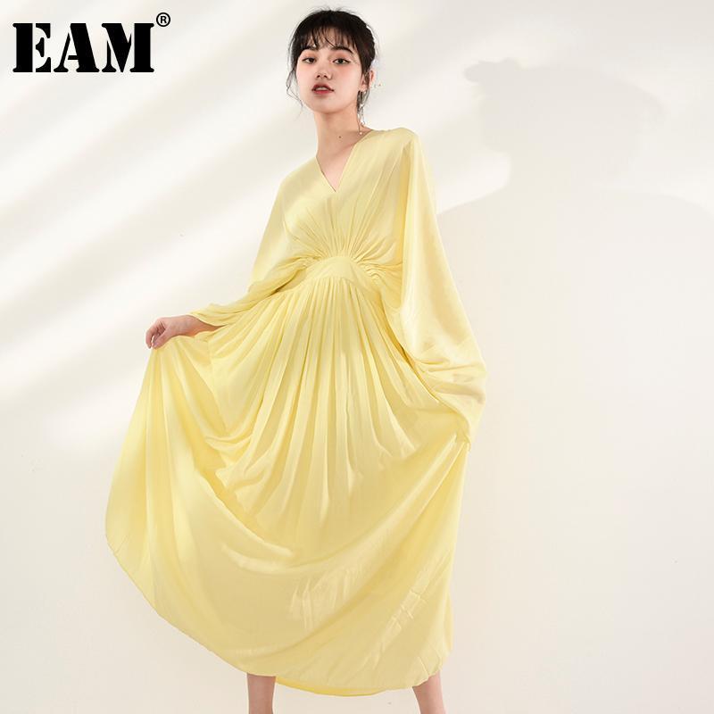 [EAM] Mujeres amarillo plisado largo vestido elegante nuevo cuello en V de tres cuartos de manga de tres cuartos de ajuste de la moda de la moda del verano del verano 2021 1W84207