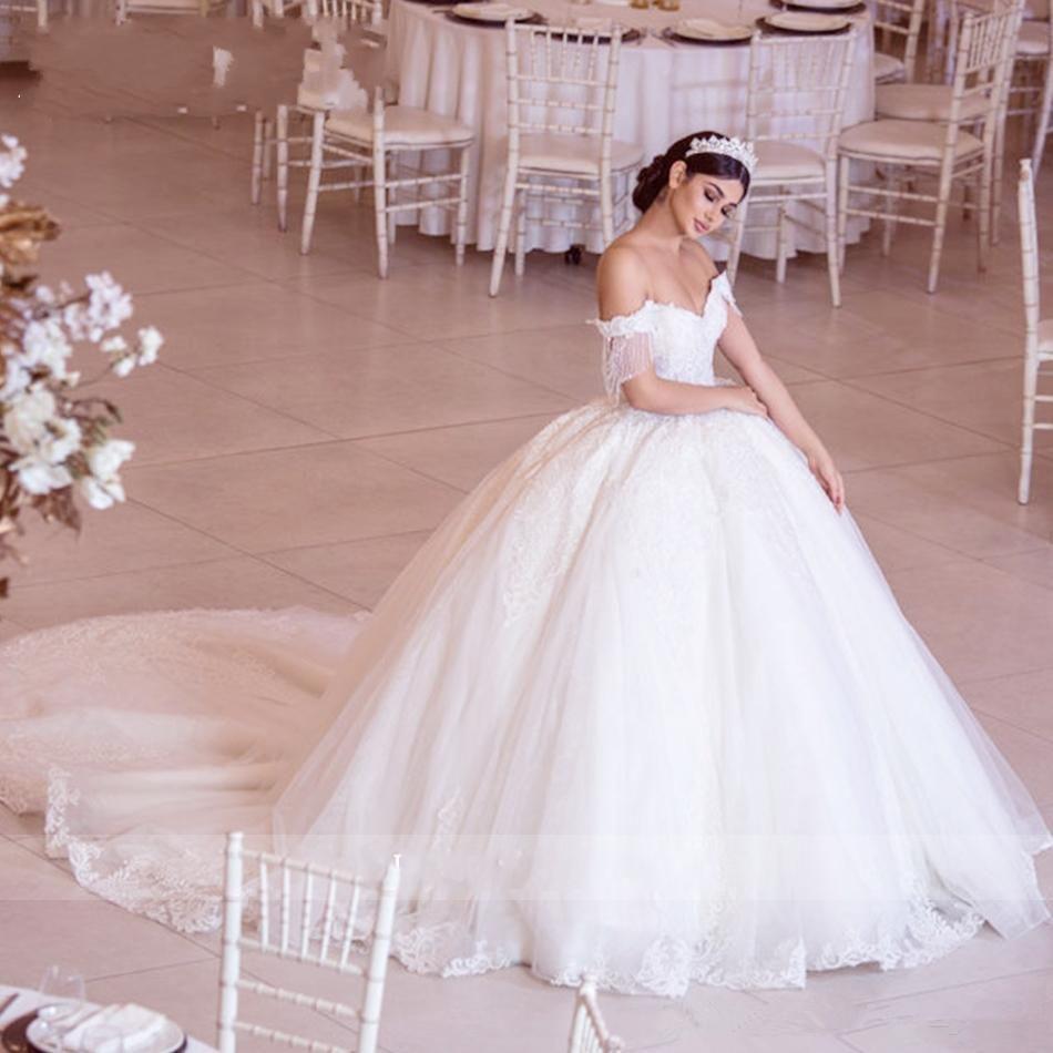 Vestidos de bola modesta vestidos de bola con borlas de abalorios de hombro Vestidos de novia aplique de encaje de tul vestido de novia de trenes