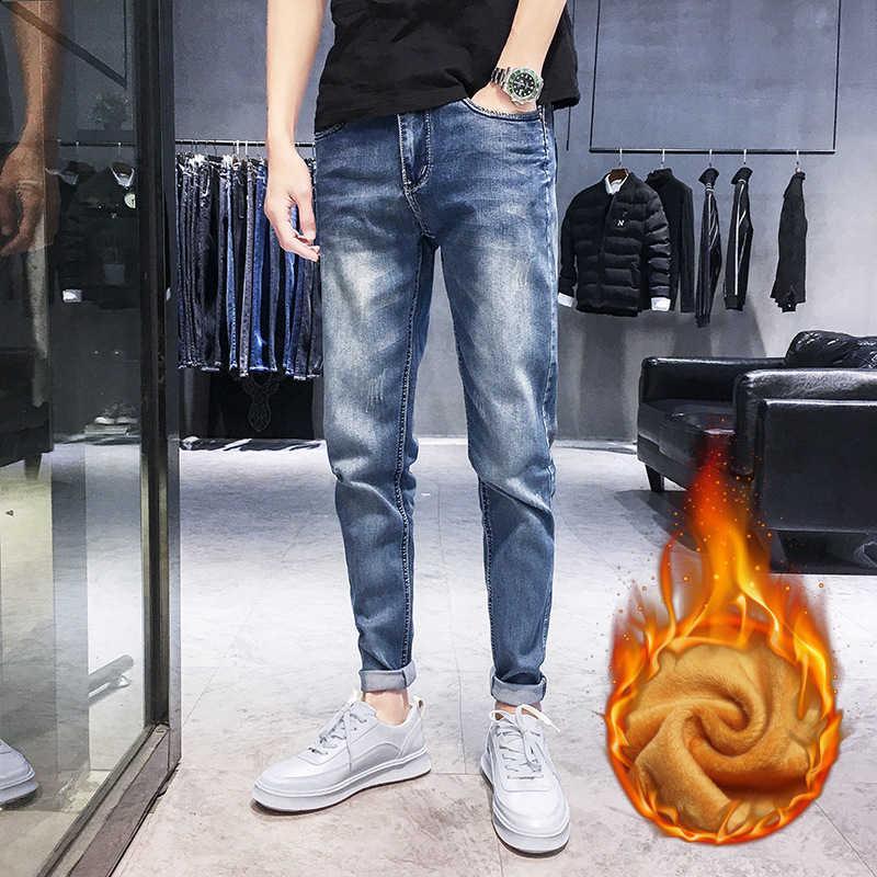 Pantalones vaqueros espesados de felpa Pies delgados Otoño e invierno 2020 Nuevos Pantalones de estiramiento Moda Cálida Marca