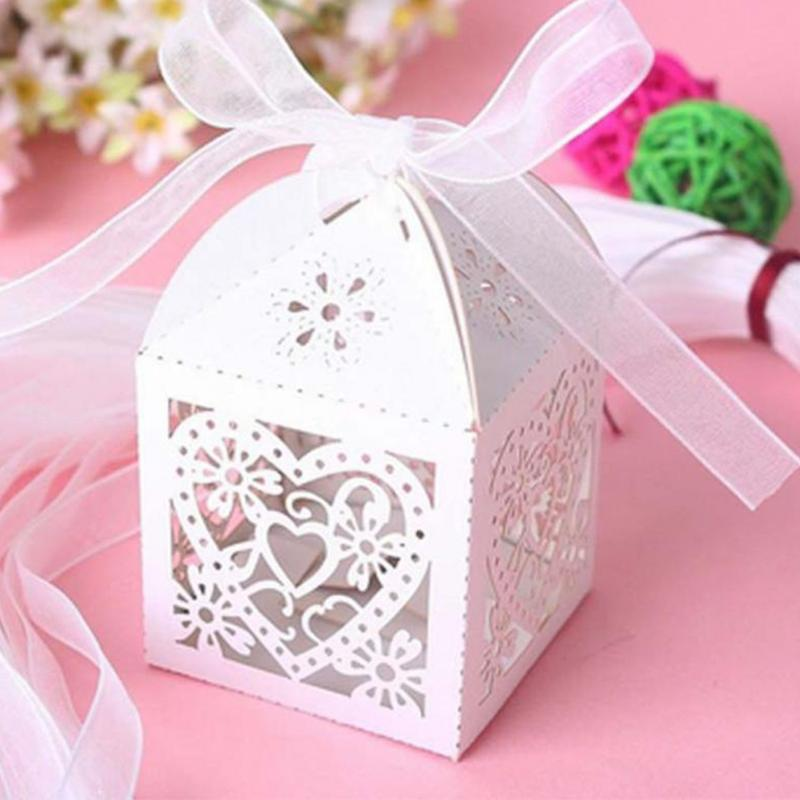 10pcs / set AMORE Heart Party Wedding Hollow Carriage Baby Shower Bombonieri Regali Casy Boxes